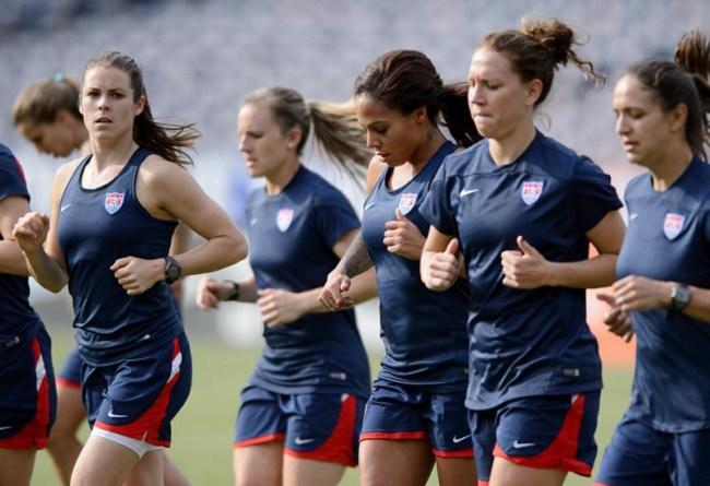 Sports-USWomen'sFootball.
