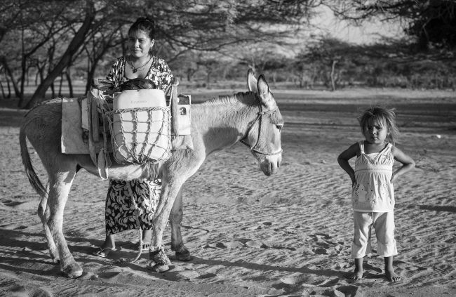 A Wayúu mother and child pose in Colombia's La Guajira region. (Photo by Camilo George)