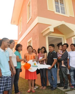 Awarding of Camella House and Lot to 1st OFW Summit winner