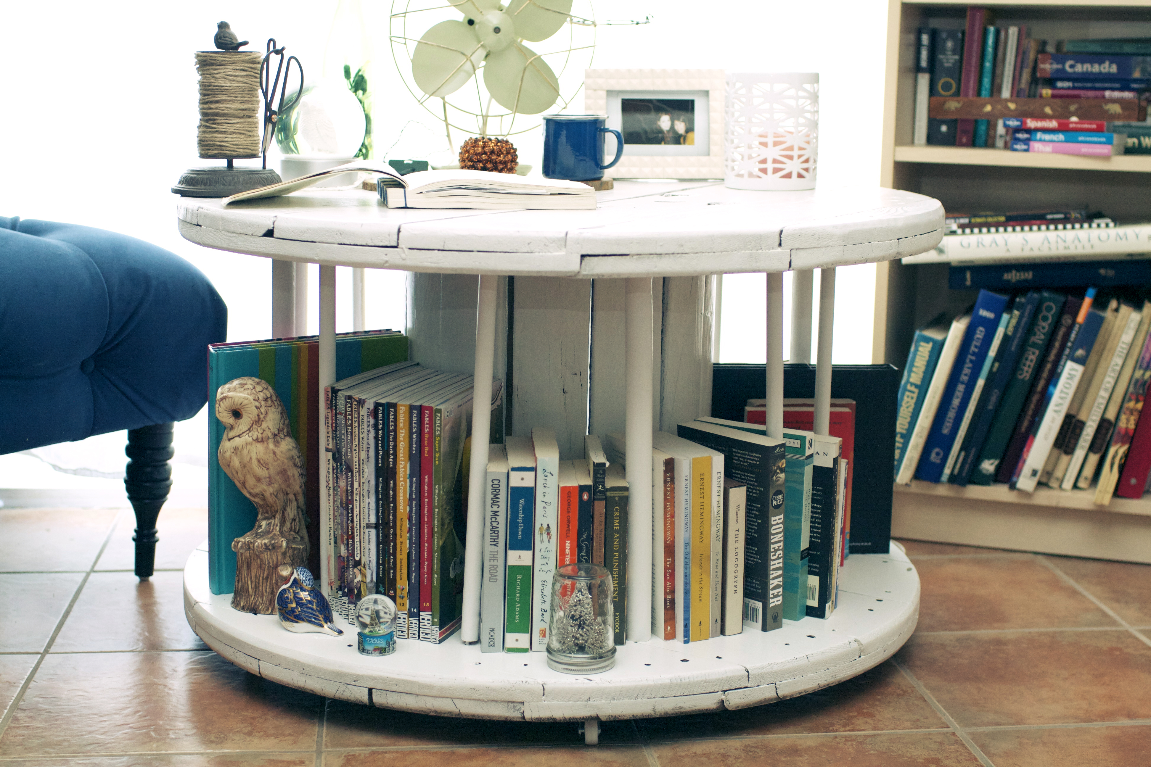 Couchtisch Little & Nice Diy Library Table From An Old Spool