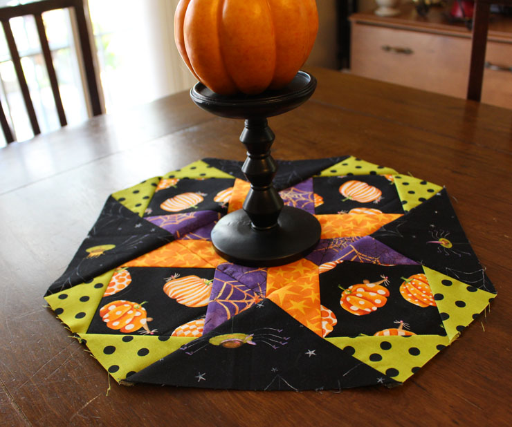 Halloween Version of Cookie Plate Crumb Catcher @ The Crafty Quilter