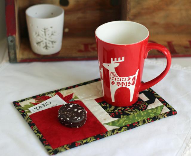 Christmas Pocket Mug Rug Pattern by Julie Cefalu