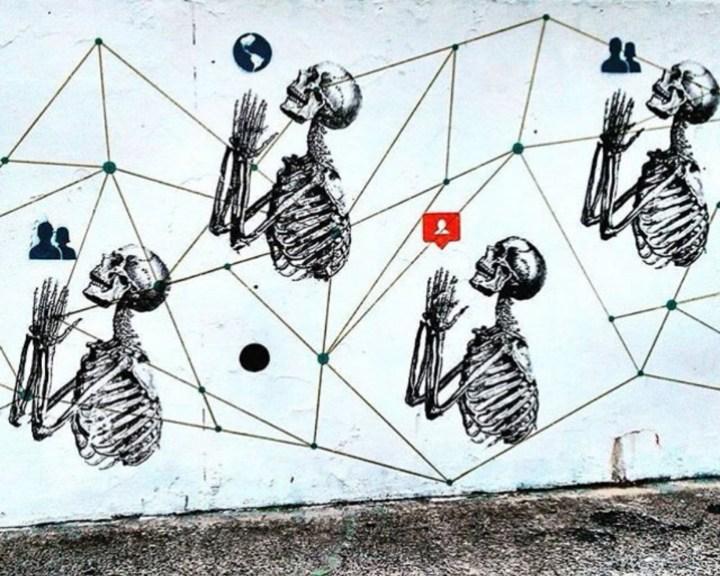 foto-2-cam-scott-notnot-2016-stencil-en-bondi-beach-sidney-australia-fuente-notnotcamscott