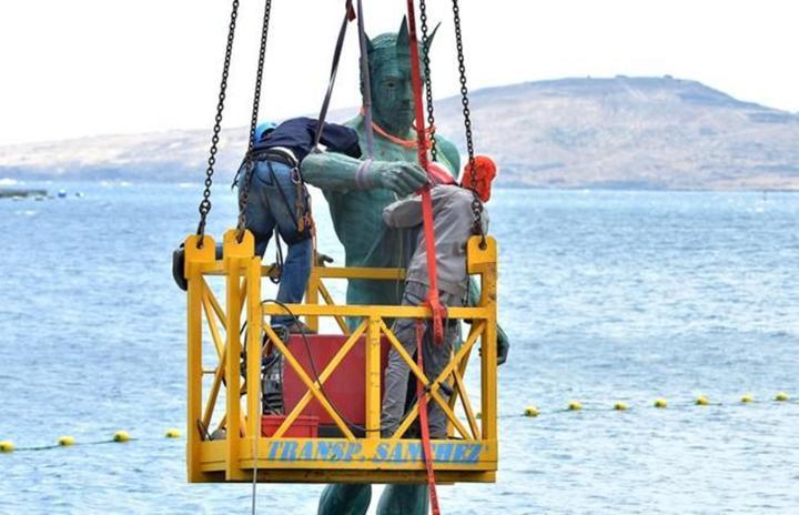 Reparación del Neptuno de Melenara el día 20 de abril. Foto Santi Blanco