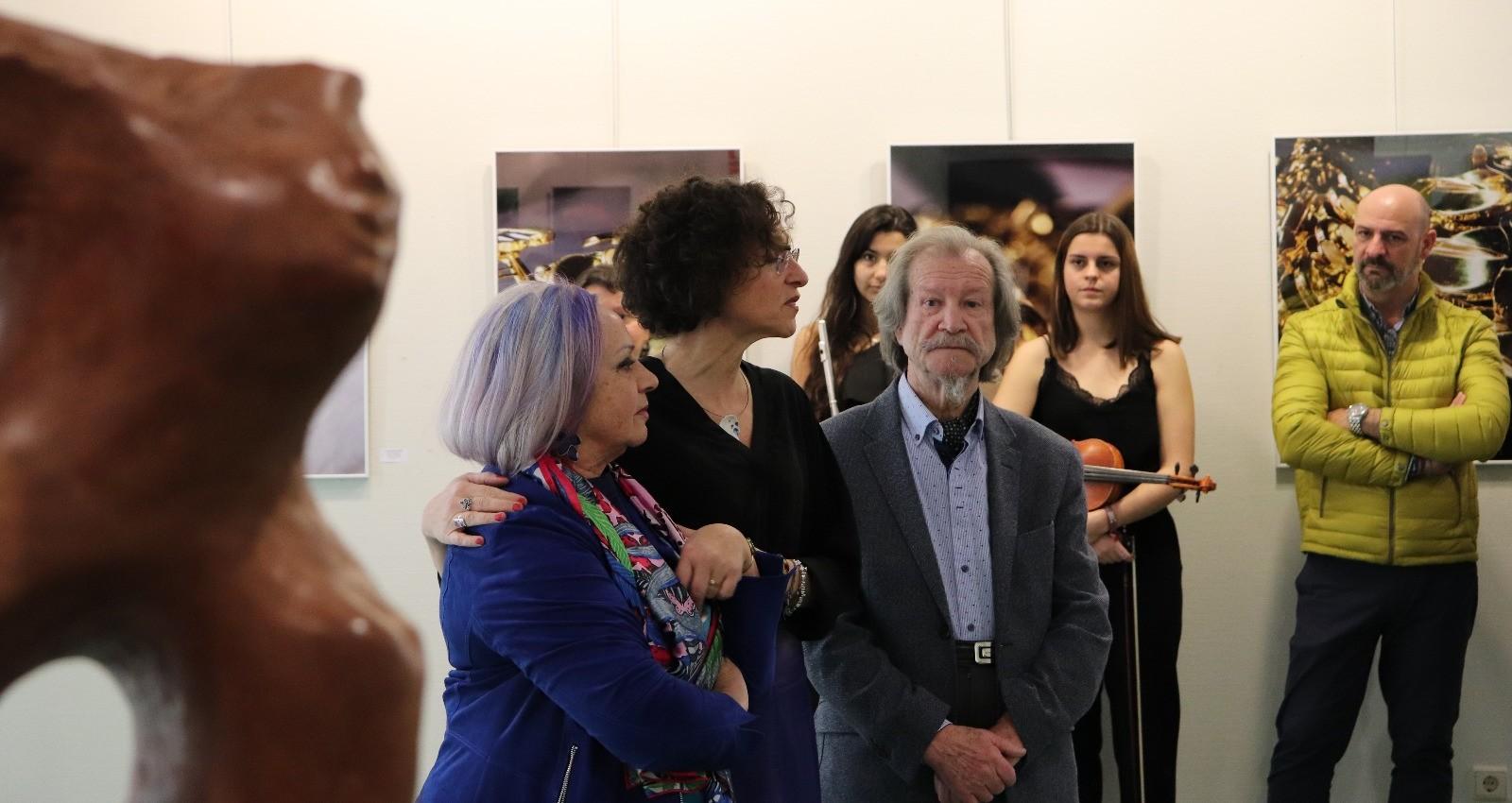 Myriam Toledo (centro) junto a sus progenitores, Mª Dolores Fernández Teijeiro y José Toledo.