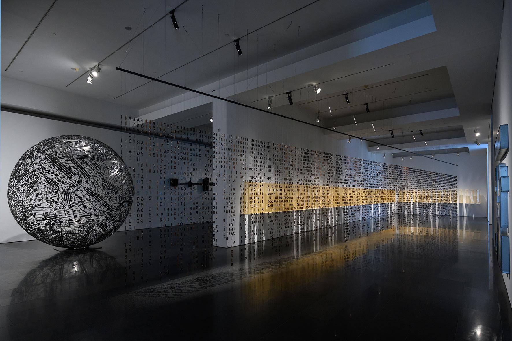 Vista de la exposición de Jaume Plensa en el MACBA. Foto: Miquel Coll.