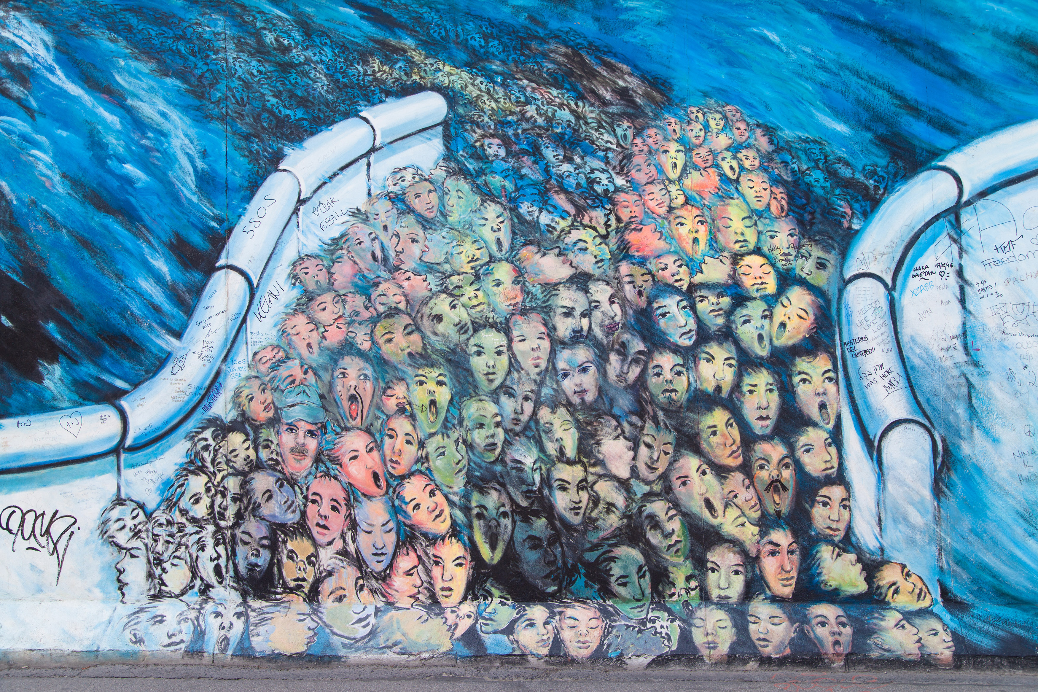 10 Iconic Murals On The Berlin Wall