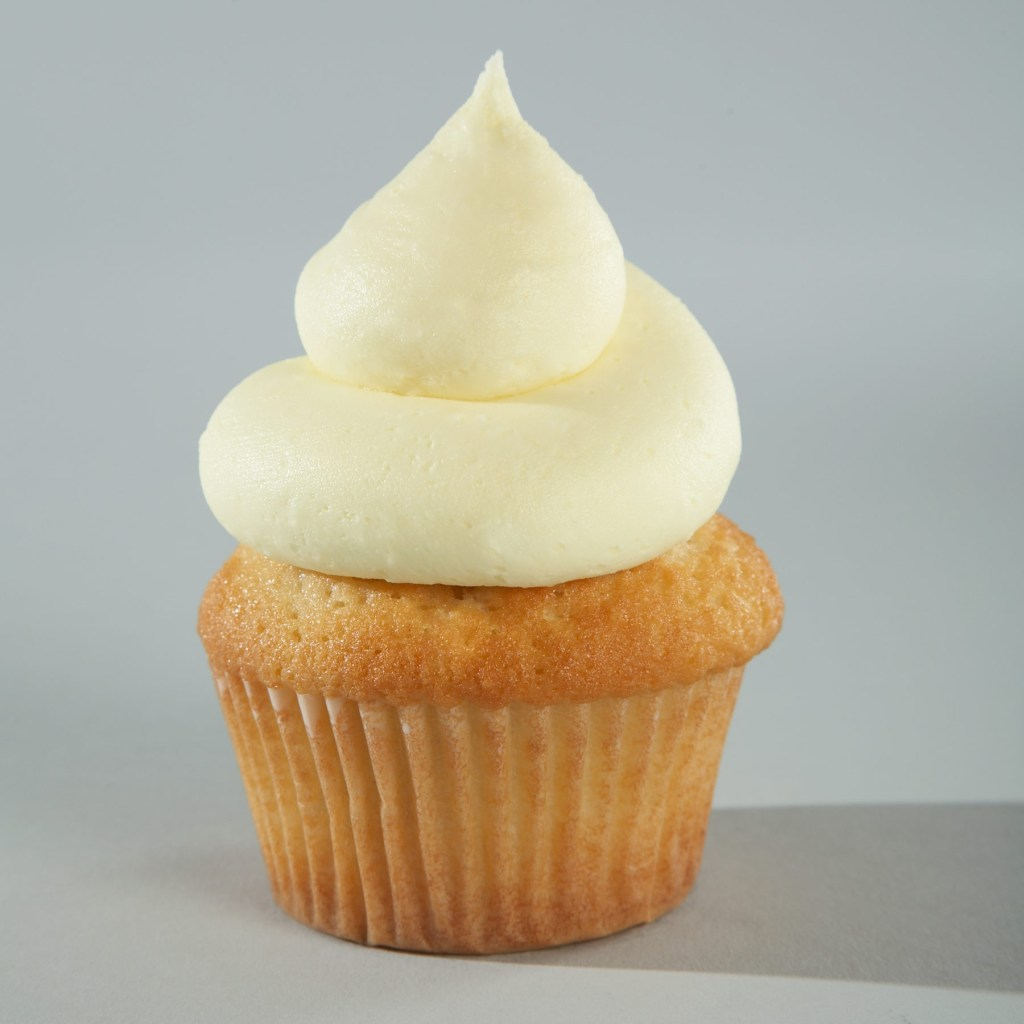 """Lemon Zinger"" - Vanilla Cake with Lemon Curd Injection and Lemon Buttercream"