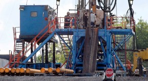 Obama administration tightens rules on fracking chemical disclosure