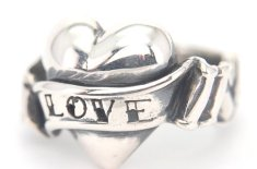 The Great Frog Love Heart Ring