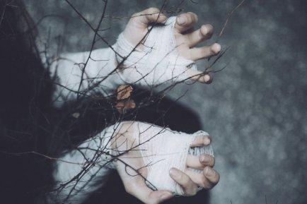 http://annao-photography.deviantart.com/art/Sweet-shelter-of-mine-I-m-freezing-without-508435231