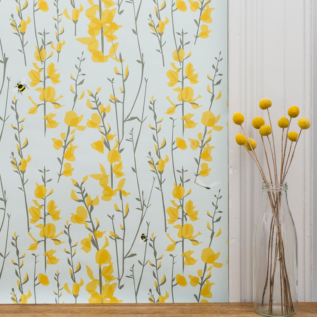 Interieur Wallpaper Broom And Bee Wallpaper The Decor Cafe Interiors Gardens