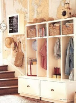 Maps in Mudroom via 3bp blogspot Decorating with Maps