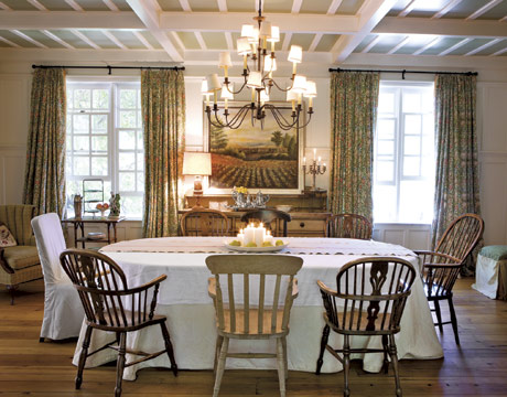 mismatching dining chairs via country living1 Mismatched Dining Chairs