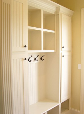 mudroom lockers via noordinaryhomestead Making an Entry