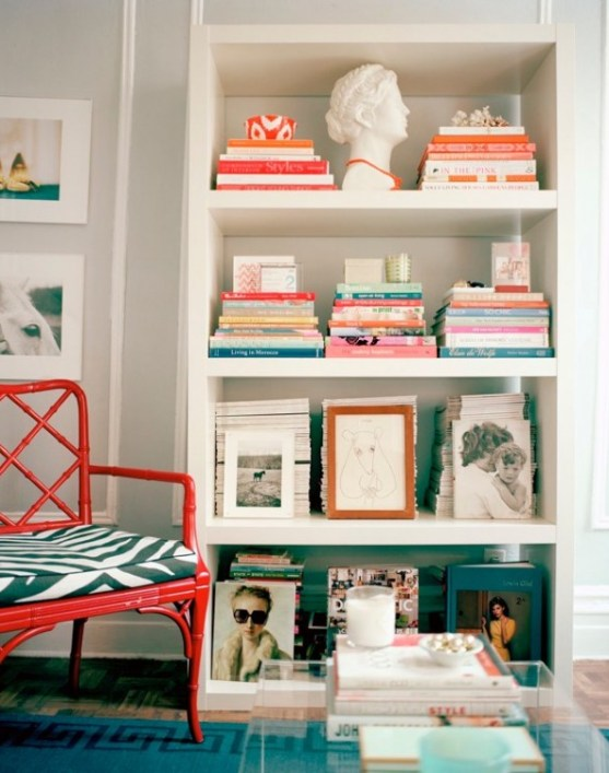 lonny bookcase colorful via mnashby blogspot How NOT to be a Slave to Decor Trends