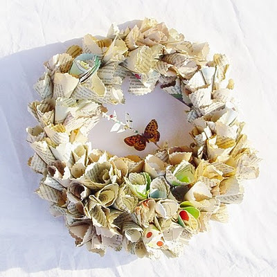 ChristmasWreath HaruEtsy1 via absolutelybeautifulthings blogspot Paper Wreaths & Other Crafty Christmas Desires