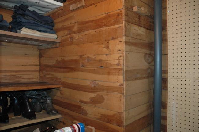 DSC 4194 Closet Case