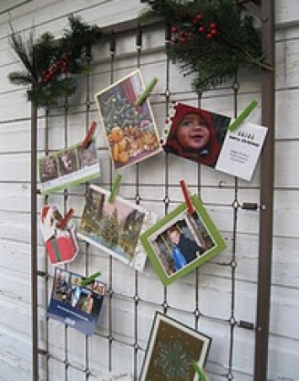 metalbed Displaying Christmas Cards