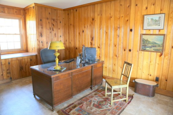 7O3A4738 600x400 Designing Around Knotty Pine Wood Paneling