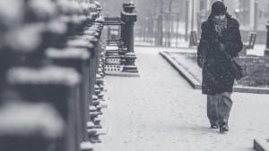 เดินอยู่ในหิมะ - อากาศเย็นเพิ่มความเสี่ยงโรคเบาหวานขณะตั้งครรภ์