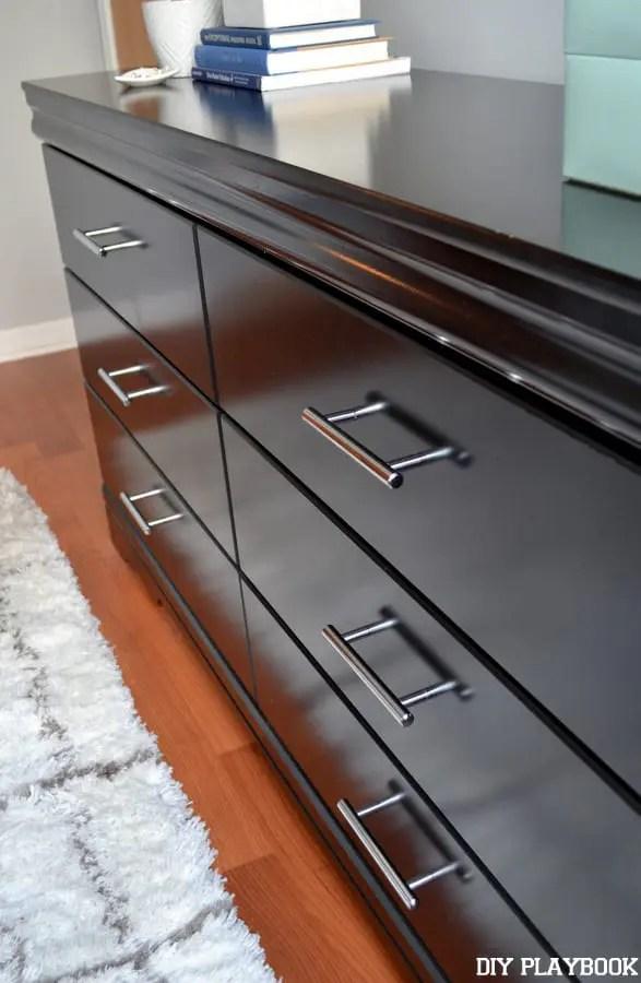 Sleek-Dresser-Handles