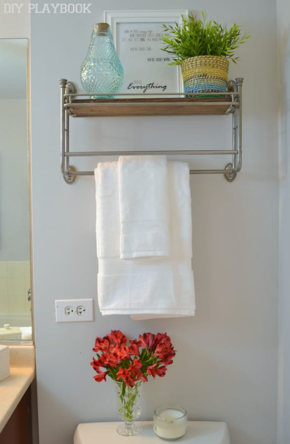 White-Towels-On-Rack