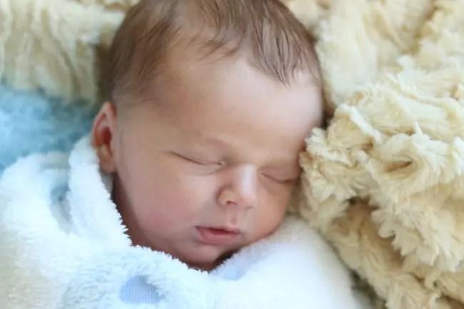 baby-sleeping-harry-r-newborn