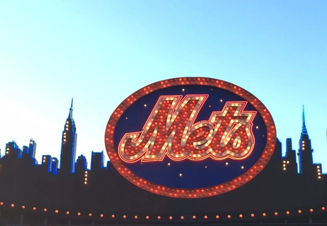 mets-sign-nyc