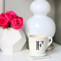 08-flowers-roses-coffee-nightstand