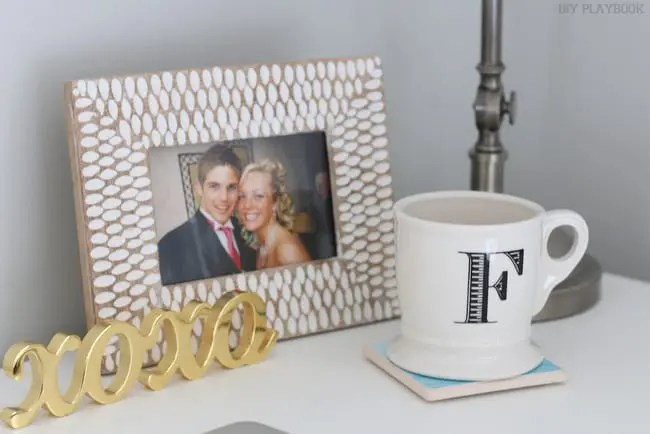 09-office-accessories-frame-coffee-mug-xoxo