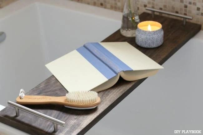 16-bathroom-bath-tray-book-candle