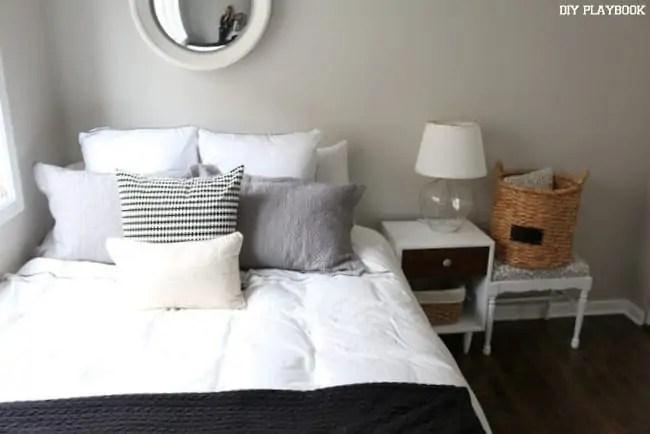 guest-room-bed-bedroom-before