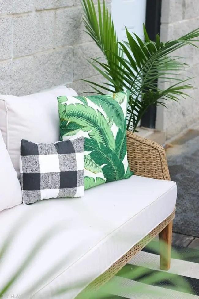 patio_balcony_outdoor_furniture_flowers-29