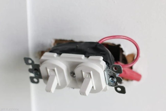 changing_electrical_light_switch-12