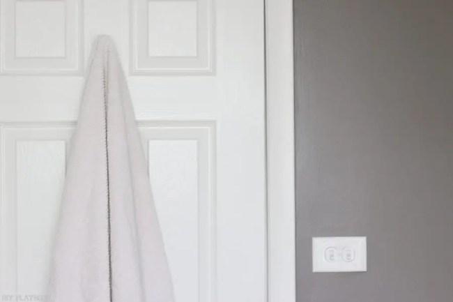 hook-towel-bathroom