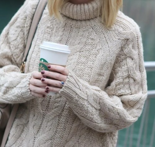 chicago_bridget_fashion_fall-sweater-coffee-fall