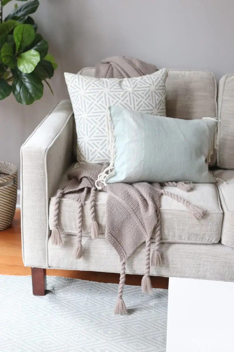Decorative Sofa Throws Blankets The Right Way To Display Throw Blankets On Your Couch The Diy