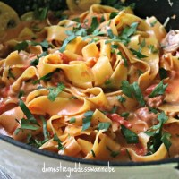 one-pot creamy tomato parpadelle with spicy italian sausages and mushrooms
