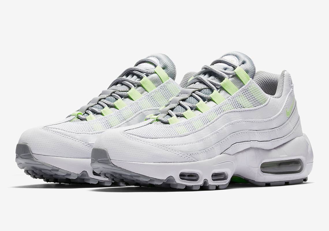 Air Max Classic The Nike Air Max 95 Se Neon Pays Homage To A Classic The