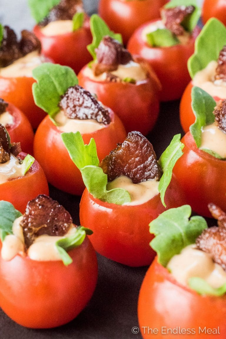 Kleine Party Snacks Mini Blt Tomato Cups