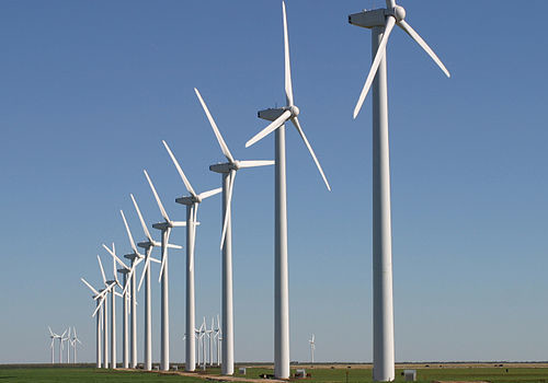 Technician Course in Texas Has Students \u0027Climbing Wind Turbines to