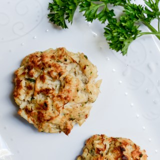 Easy No-Filler Crab Cakes NEED to happen before summer's up | www.theeverykitchen.com