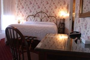 room-201-king-bedroom