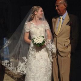 Elizabeth Cordry with her bridal gown designer, Oscar de la Renta