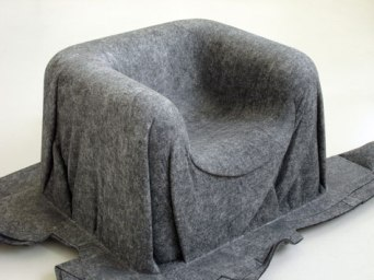 he Spook chair is a monoblock produced in a single process by thermo pressing the polymer fibre - PET felt mat