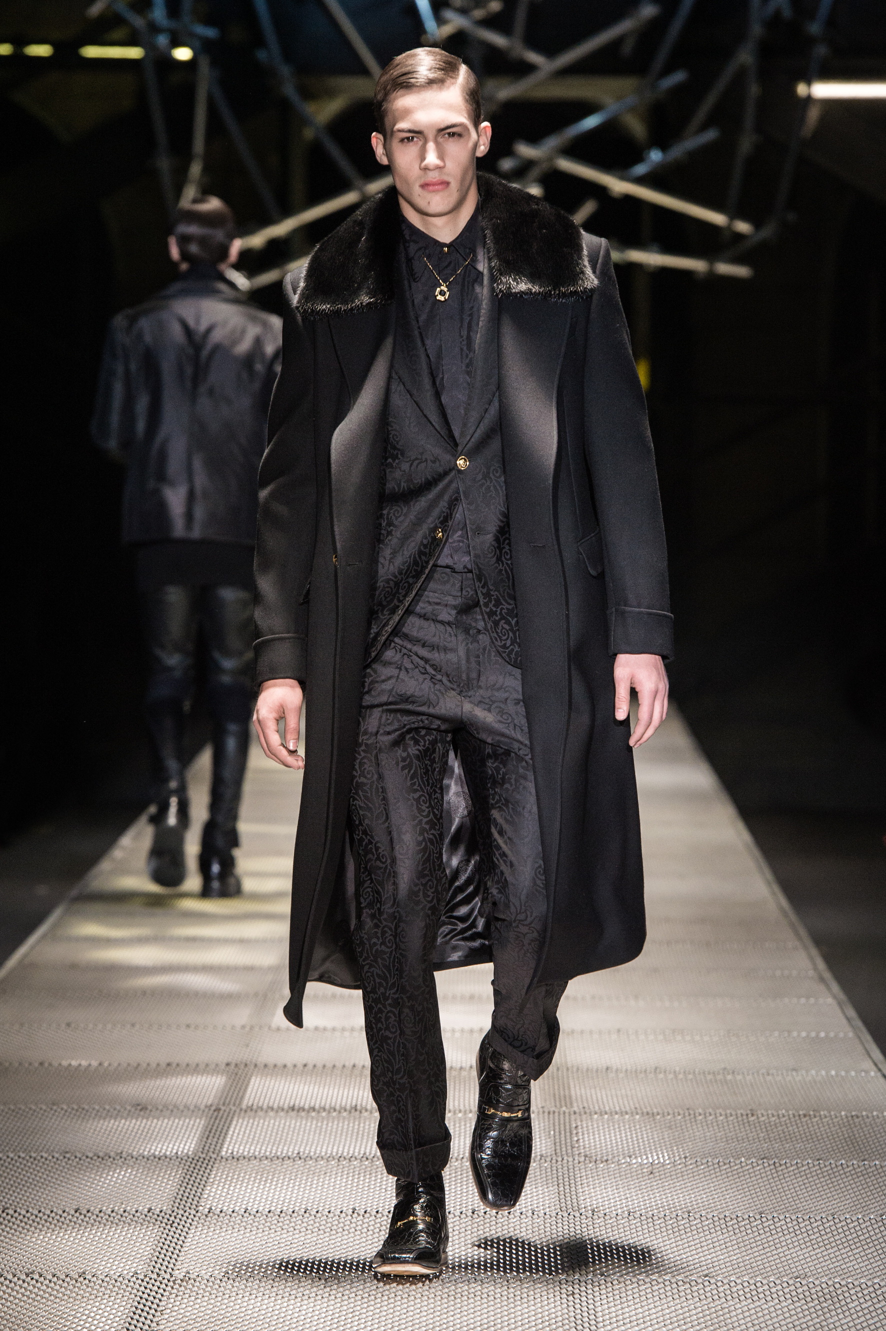 VERSACE (MEN) FALL/WINTER 2015-2016 - FASHION INSIDER MAGAZINE