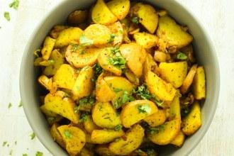 Crispy Turmeric Roasted Potatoes
