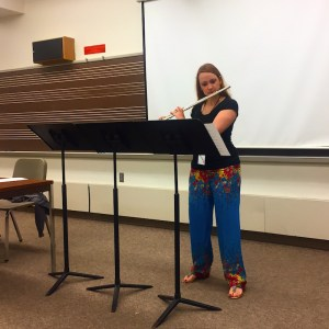 Tammy Evans Yonce demonstrating the Glissando headjoint