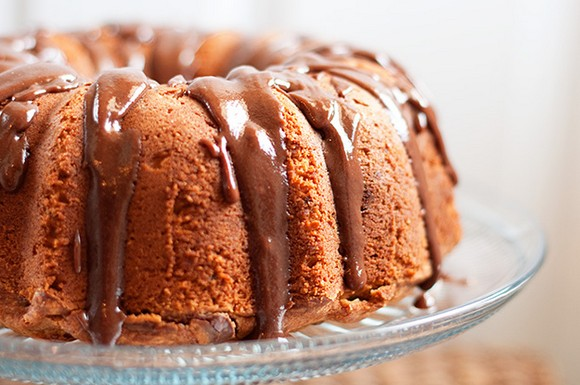 peanut butter banana pound cake with nutella glaze recipe picture (buns in my oven)